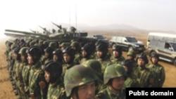 ارتش چین دومیلیون و سیصد هزار برسنل دارد که نزدیک به دوبرابر ارتش آمریکاست.