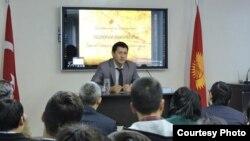Ош мамлекеттик университетинин теология факультетинин деканы Самаган Мырзаибраимов.