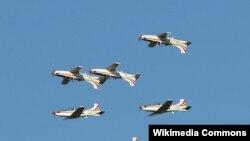 طائرات تحلق في أحد الاستعراضات الجوية