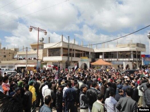 نمایی از تظاهرات روز جمعه در شهر درعا سوریه