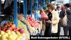 Жеміс-жидек базары. Алматы, 16 қазан 2012 жыл.