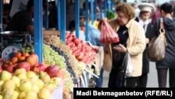На овощном рынке в Алматы.