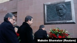 People lay flowers during a ceremony to unveil a commemorative plaque dedicated to Russia's slain ambassador to Turkey, Andrei Karlov, in Moscow on December 19.