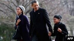 Барак Обама с дочерьми