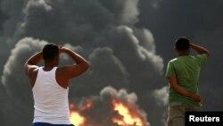 Fotografi arkivi e një prej rasteve të zjarreve në rafineritë e naftës në Venezuelë, 27 gusht 2012