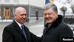 Premierul moldovei Pavel Filip și președintele Ucrainei Petro Poroșenko la Kiev, 13 februarie 2017