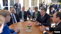 Під час зустрічі державних керівників у Парижі, 2 жовтня 2015 року