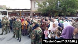 People waiting for the release of prisoners outside a prison in Dushanbe on October 28.
