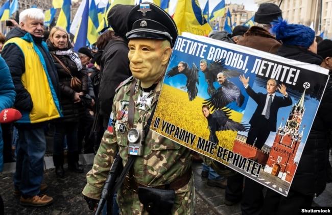 Під час мітингу «Червоні лінії для Зе» з вимогою не йти на поступки Росії. Київ, 8 грудня 2019 року