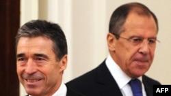 Генсек НАТО Андерс Фог Расмуссен и Министр иностранных дел России Сергей Лавров