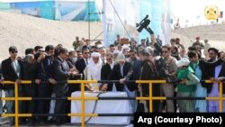 محمداشرف غنی رئیس جمهور افغانستان و شماری از مقامهای بلند پایه در هنگام افتتاح بند کمال خان