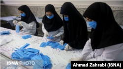IRAN -- production of masks and clothing (space) in Qom, Maqrcfh 1, 2020.
