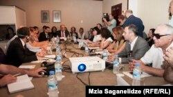 Участники встречи считают, что грузинскому правительству предстоит еще сделать очень много для того, чтобы права людей с ограниченными возможностями, и особенно детей, были защищены на должном уровне
