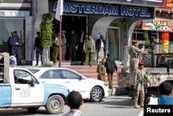 Полиция на улицах столицы Йемена Сана после убийства двух российских военных инструкторов. 26 ноября 2013 года.