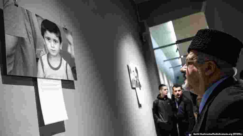 Відкриття виставки відвідали лідер кримськотатарського народу Мустафа Джемілєв, голова Меджлісу кримських татар Рефат Чубаров і перший заступник міністра з питань тимчасово окупованих територій Юсуф Куркчі