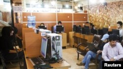Internet kafe u Teheranu, 2011.