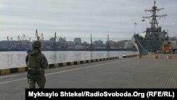 Эсминец USS Donald Cook в порту Одессы, 25 февраля 2019 года