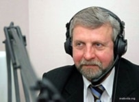 Milinkevich taking questions online in Minsk (RFE/RL)
