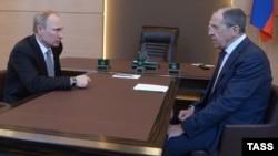 Міністр закордонних справ Росії Сергій Лавров (праворуч) і президент Володимир Путін