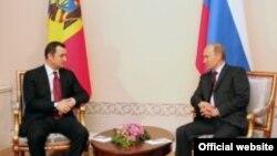 Premierul Vlad Filat la întîlnirea cu omologul său rus Vladimir Putin la Sankt Petersburg