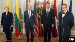 Dalia Grybauskaite, Joe Biden, Raimonds Vejonis i Toomas Hendrik Ilves