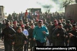 Николас Мадуро посещает базу морской пехоты в штате Карабобо. 27 января