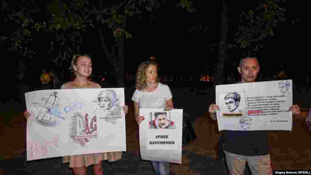 28 вересня, напередодні чергового засідання у справі Савченко, в Ростові-на-Дону група активістів провела пікет з вимогою звільнити її та інших політв'язнів у Росії