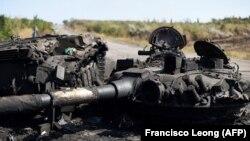 Уничтоженный украинский танк вблизи Иловайска
