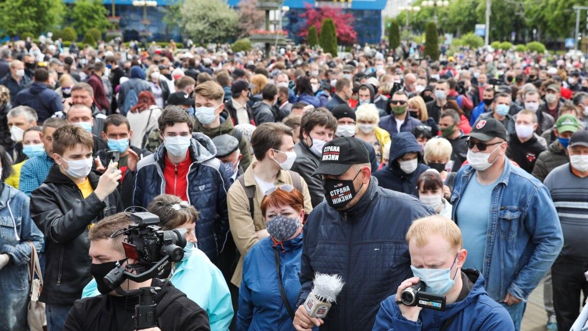 В Минске несколько сотен человек вышли в поддержку оппозиционеров на пост президента Беларуси