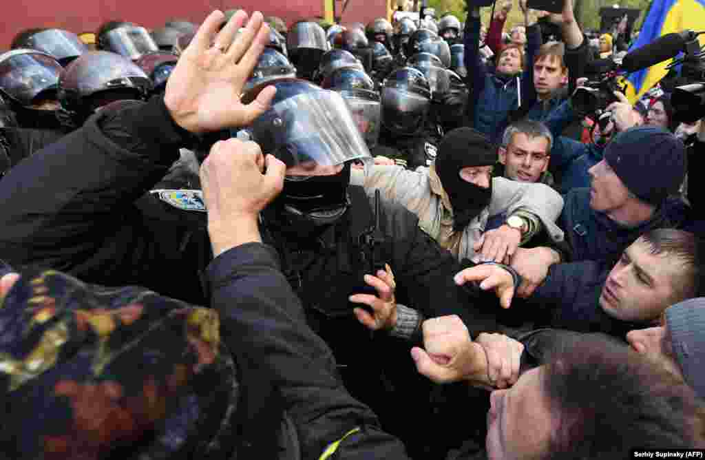 People clash with Ukrainian riot policemen during a demonstration of opposition supporters in front of the Ukrainian parliament in Kyiv on October 22. (AFP/Sergei Supinsky)