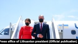 ლიეტუვის პრეზიდენტი გიტანას ნაუსედა მეუღლესთან ერთად