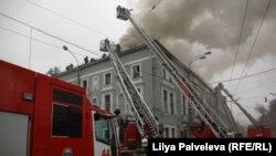 """Горящее здание театра """"Школа современной пьесы"""""""