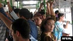 В автобусі в Душанбе, архівне фото