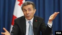 Единственное, о чем премьер высказался абсолютно отчетливо, – это что никаких инвестиций он вкладывать в страну не станет, если грузинский народ на предстоящих президентских выборах не поддержит его ставленника