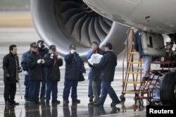 Слідчі виносять акумулятор, який став причиною помилки датчика і аварійної посадки, 16 січня 2013 року