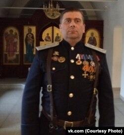 В мундире с медалями Игорь Иванов охотно позировал в 2016–17 гг.