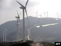 A különösen szélcsendes hetek miatt kevesebb szélenergiát alakított át árammá Észak-Európa