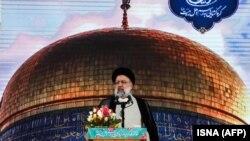 Президенти мунтахаб Иброҳим Раисӣ дар мақбараи Имом Ризо дар шаҳри Машҳад суханронӣ мекунад. 22 июни соли 2021