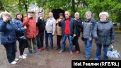 Леонид Бирюков (в центре) со своими избирателями