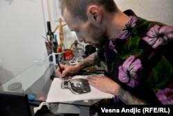 Aleksandar Konçek, mjeshtër tatuazhesh në Beograd