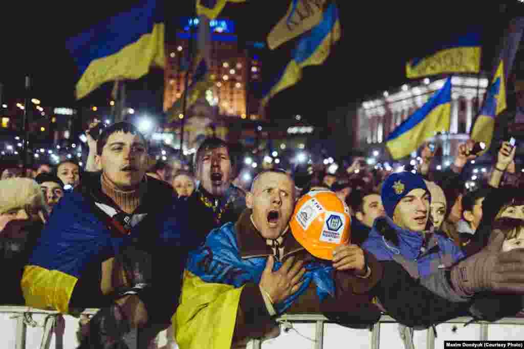 Гимн Украины на Майдане.