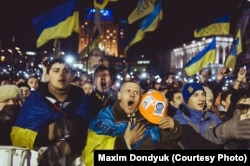 Гімн України на Майдані. Фото Максима Дондюка