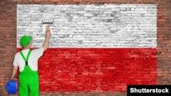 Рабочы фарбуе сьцяну ў колеры польскага сьцяга. Ілюстрацыйная выява