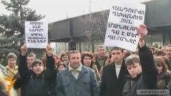 Եղեգնուտցիները բողոքում են գյուղապետի դեմ