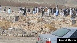 عکسی که از خاکسپاری محمدصالح معتقدی، از معترضان کشتهشده در سراوان، منتشر شده است