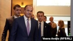 Косовскиот министер за надворешни работи Енвер Хоџај на конференцијата во Белград.