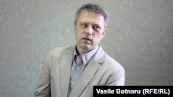 Dumitru Ciubasenco, jurnalist, în studioul Europei Libere, 2012