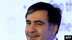 Выступая перед лидерами крупнейшего западного политического объединения Европейской народной партии, Саакашвили сказал, что цхинвальские события стали индикатором того, что Россия теряет контроль в признанных ею грузинских регионах