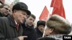 Коммунистическую идею не проймешь ни морозом, ни слякотью