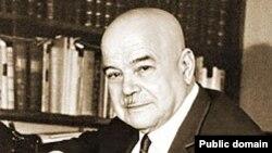 Виктор Шкловский писал, что статус классиков писатели приобретают, когда их сочинения утрачивают связь с живой жизнью, со злободневной идеологией и переходят в разряд детского чтения